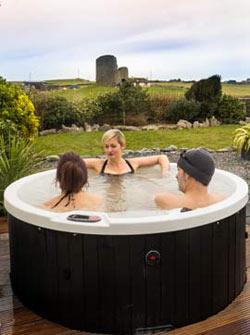 accommodation in Doolin hot tub